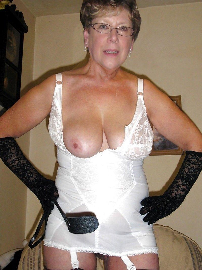 Vieille dame de 61 ans tres sexy by clessemperor - 1 10